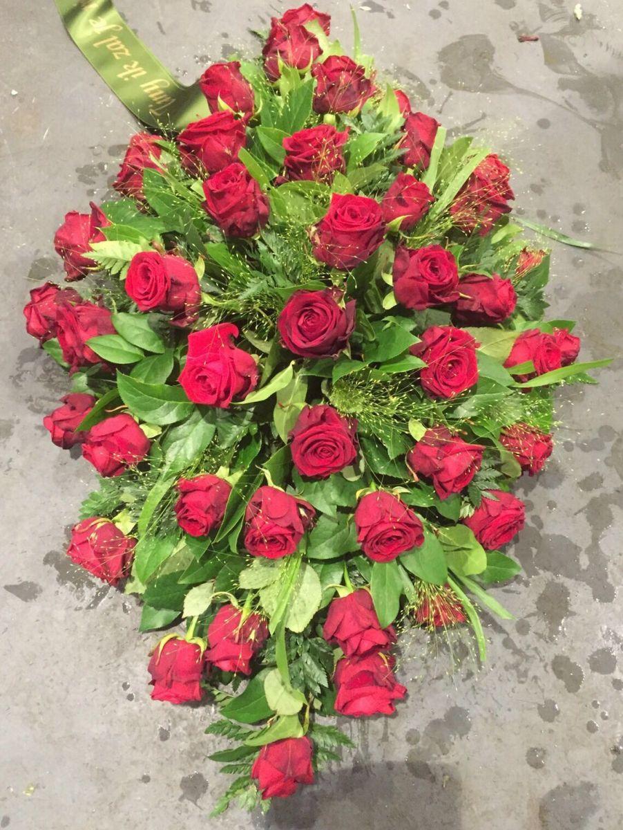 Rouwboeket met rode rozen Oosterhout